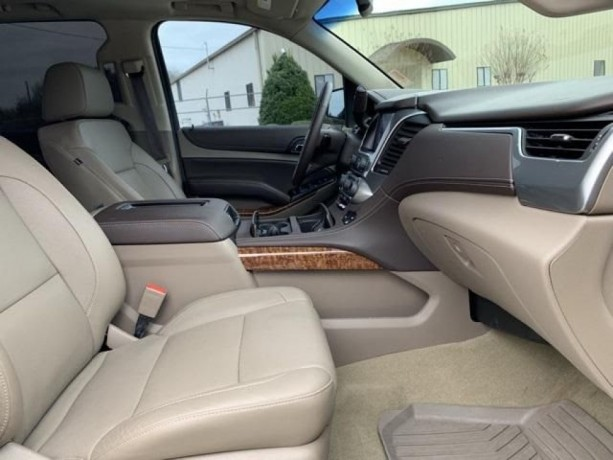 chevrolet-tahoe-2018-condition-perfect-inside-and-out-big-2