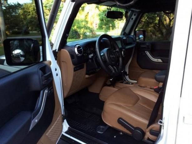 2013-jeep-wrangler-unlimited-rubicon-big-1