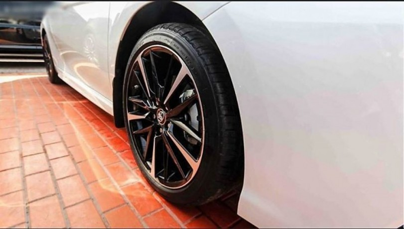 toyota-camry-2018-for-sale-big-0