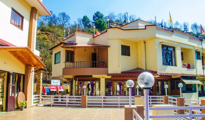family-hotels-in-almora-business-hotels-in-almora-big-1