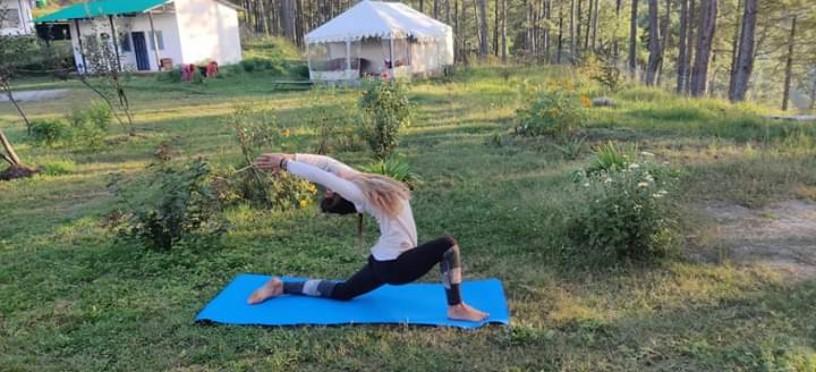 yoga-retreat-india-himalayas-big-1