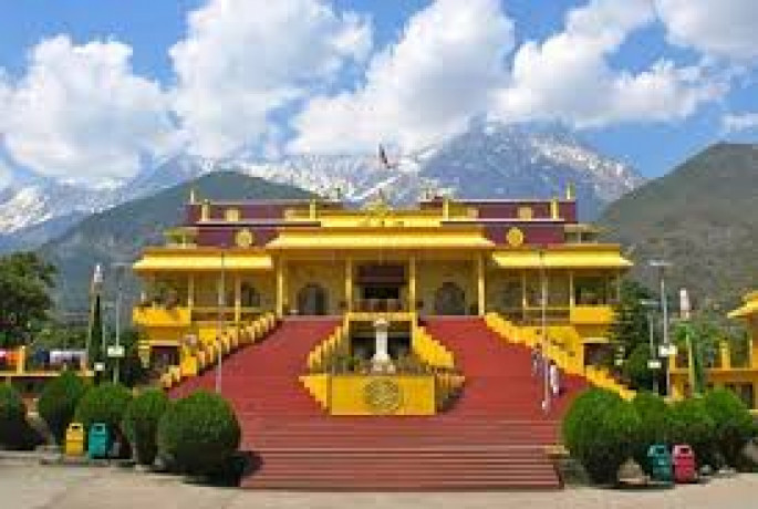 dharamshala-tour-with-friends-big-0