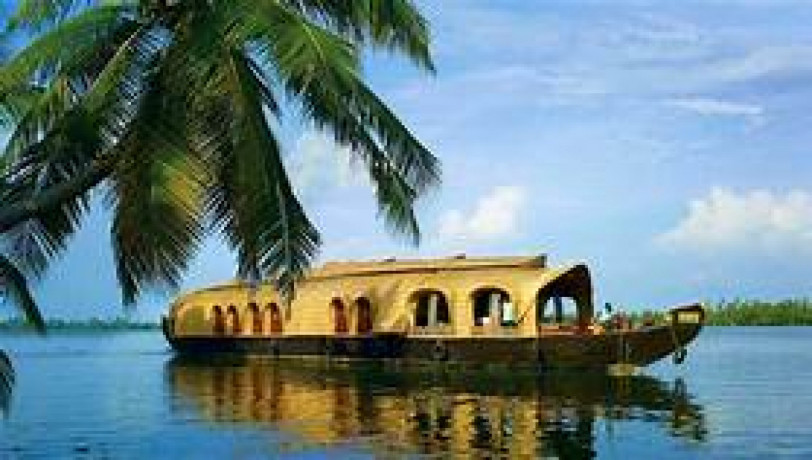 backwaters-beaches-hills-of-kerala-holiday-tour-package-big-0