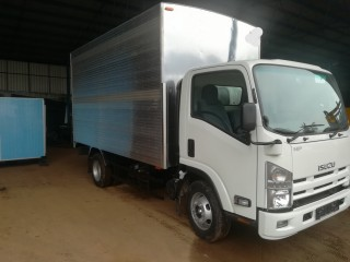 Lorry body with a strong and confident finish.