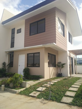 single-attached-house-and-lot-in-caloocan-city-big-0