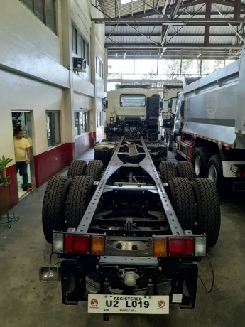 isuzu-giga-ql1310u1vdhy-cyh-8x4-rigid-truck-cab-chassis-big-2