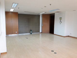Window Office with Private Bathroom for Lease in Makati 15-Pax