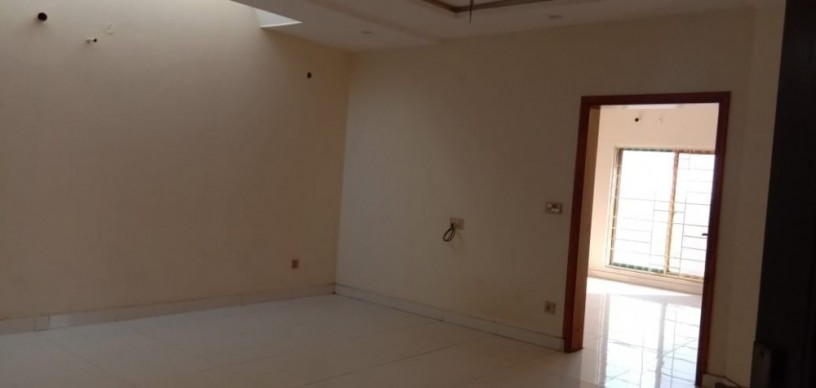 10-marla-house-for-sale-in-bahria-town-lahore-big-0