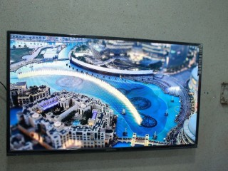 42inch Smart Android UHD Tv brand new series with mobile wireless