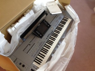 Yamaha Tyros 5 76 Key Arranger Keyboard