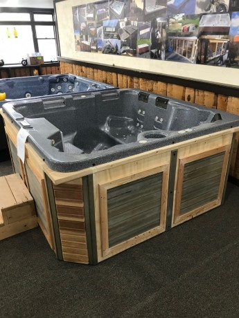 reconditioned-hottub-seats-5-people-brand-new-cabinet-big-0