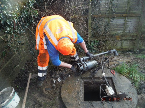 hire-septic-tank-cleaning-and-pumping-service-near-you-big-1