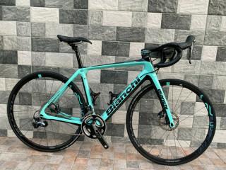 2021 Bianchi Infinito CV disc carbon road bike Ultegra - Size 53